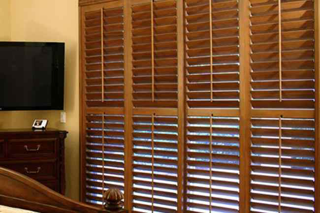 Picking Between Wood and Faux Wood Blinds